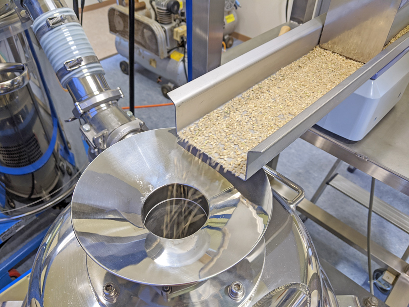 川﨑さんの米粉製粉機