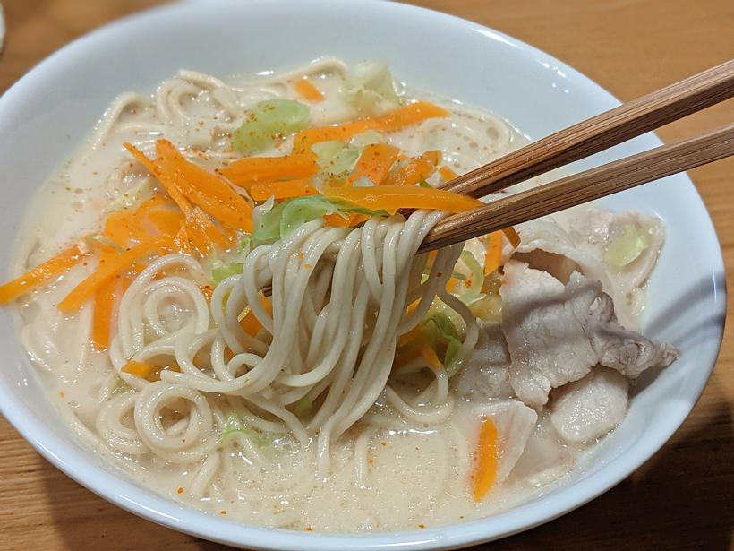 冨田自然栽培中華麺の豚骨ラーメン