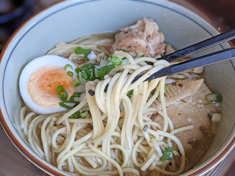 冨田さんの中華麺を使用したラーメン